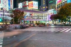 Tokio, Japón, el 17 de noviembre de 2016: Travesía de Shibuya de la calle de la ciudad con Fotografía de archivo