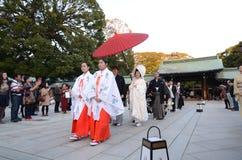 TOKIO, JAPAN-NOV 23: Japońska ślubna ceremonia zdjęcia stock