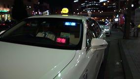Tokio Japonia, Czerwiec, - 20, 2018: Taxi parkują wzdłuż Ueno ulicy zbiory