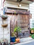 TOKIO, JAPONIA CZERWIEC 28, 2017 -: Zamyka up widok dom przy Komachi-dori ulicą w Kamakura w Tokio Japonia, Obrazy Royalty Free