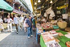 TOKIO JAPONIA, LIPA 26 Ameyayokocho zakupy ulica na Lipu 26, -, Obrazy Stock
