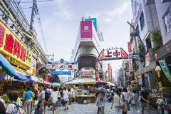 TOKIO JAPONIA, LIPA 26 Ameyayokocho zakupy ulica na Lipu 26, -, Fotografia Stock