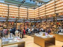 TOKIO JAPONIA, Lipiec, - 26, 2017: Tsutaya bookstore w Ginzasi fotografia stock