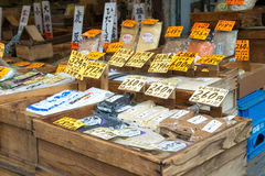 TOKIO JAPONIA, LIPIEC, - 24, 2015 varaty japończyka wysuszony jedzenie, zboże Obrazy Stock