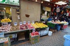 TOKIO, JAPONIA LISTOPAD 22, 2013: Ameyoko jest targowym ulicą który, Obraz Royalty Free
