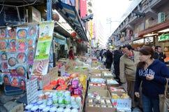 TOKIO, JAPONIA LISTOPAD 22, 2013: Ameyoko jest targowym ulicą w Toku Obraz Stock