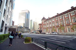 Tokio Japonia, Listopad, - 26, 2012: Ludzie wizyty Tokio staci Marunouchi staci obrazy stock