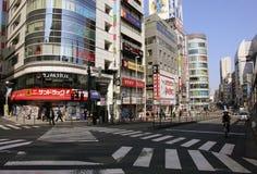 TOKIO JAPONIA, MARZEC, - 25, 2019: Piękny krajobraz Japońscy budynki i crosswalks w kwartalnym Asakusa obraz stock