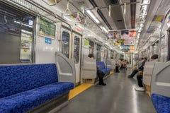 TOKIO JAPONIA, STYCZEŃ, - 28, 2017: Tokio metro z ludźmi wnętrze Fotografia Stock