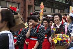 Tokio Japonia, Wrzesień, - 24 2017: Kobiety śmia się Shinagawa Shukuba Matsuri festiwal w Edo kostiumach Zdjęcia Stock