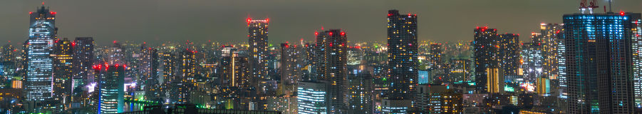 TOKIO, LISTOPAD - 26: Tokio zaświeca up linię horyzontu na LISTOPADZIE Obraz Stock
