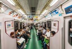 TOKIO, MAJ - 23, 2016: Ludzie na miasta metrze Metro jest t Zdjęcia Royalty Free