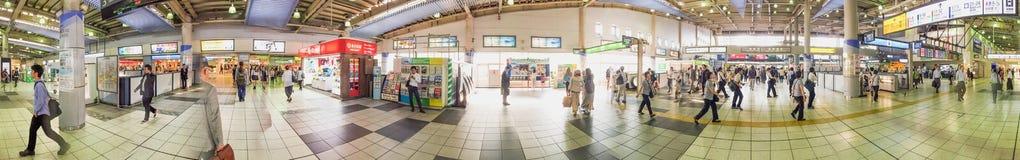 TOKIO, MAJ - 23, 2016: Turyści przy Shinagawa stacją Tokio attra zdjęcie stock