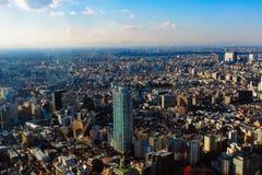 Tokio Shinjuku i rzędu Wielkomiejscy drapacze chmur zdjęcie stock