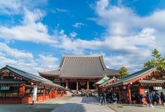 TOKIO Tłoczył się ludzi przy Buddyjską świątynią Sensoji na Novem Fotografia Royalty Free