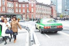Tokio: Taxi przy Tokio jr stacją Fotografia Stock