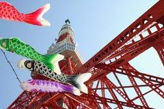 Tokio wierza i koinobori streamers Fotografia Royalty Free