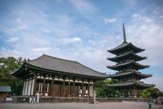 Tokondo, Pasillo de oro del este y pagoda del Cinco-piso en el templo de Kofuku-ji, Nara Fotografía de archivo