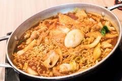 Tokpokki - alimento coreano tradicional, estilo quente do potenciômetro fotos de stock royalty free