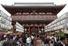 TOKYO - 7 DICEMBRE: Folla a Sensoji Immagine Stock Libera da Diritti