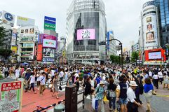 TOKYO - AUGUST 03: Shibuya in August 03 2013 - crowds of people crossing the center of Shibuya Royalty Free Stock Photos