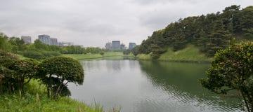 Tokyo-britische Palastumlagerungen stockfotos