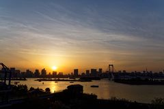 Tokyo-Bucht bei Sonnenuntergang stockbilder