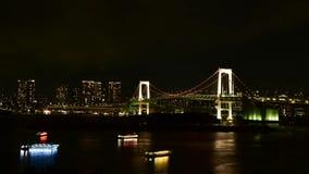 Tokyo-Bucht an der Regenbogen-Brückennachtansicht stock footage