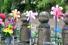 TOKYO CIRCA im November 2013 - Jizo-Statuen Stockbild