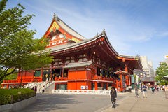 TOKYO - CIRCA JUNI, 2016: Rode Japanse Tempel Sensoji -sensoji-ji in Asakusa, Tokyo, Japan op 16,2016 Mei Stock Foto
