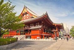 TOKYO - CIRCA JUNI, 2016: Rode Japanse Tempel Sensoji -sensoji-ji in Asakusa, Tokyo, Japan op 16,2016 Mei Royalty-vrije Stock Afbeelding