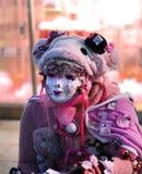 TOKYO - CIRCA NOVEMBER 24: Oidentifierad japansk flicka i Cosplay outf Arkivfoton