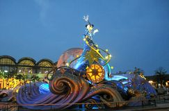 Tokyo Disney i natten i året 2012 Arkivfoto