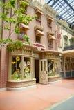 Tokyo Disneyland shoppar arkivbilder