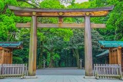 Tokyo en stad mellan historia och framtid royaltyfria bilder