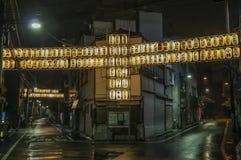 Tokyo en stad mellan historia och framtid royaltyfri foto