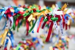 TOKYO, GIAPPONE, FEBBRAIO 2016: il nastro variopinto per prega un desiderio Immagini Stock