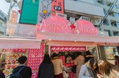 Tokyo, Giappone - 26 gennaio 2016: Crêpe e venditore del gelato alla H Fotografia Stock