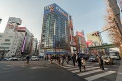 TOKYO, GIAPPONE - 28 GENNAIO 2017: Distretto di Akihabara a Tokyo Negozi e la gente del locale Fotografia Stock Libera da Diritti