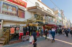 Tokyo, Giappone - 26 gennaio 2016: Passeggiata delle folle con Takeshita S Immagini Stock Libere da Diritti