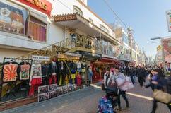 Tokyo, Giappone - 26 gennaio 2016: Passeggiata delle folle con Takeshita S Fotografie Stock