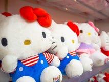 TOKYO, GIAPPONE 28 GIUGNO - 2017: Chiuda su delle bambole assortite di Kitty di ciao in un centro del giocattolo a Tokyo Fotografia Stock Libera da Diritti