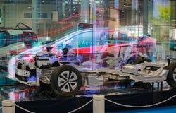 TOKYO, GIAPPONE - 10 LUGLIO 2017: Automobili ibride Toyota della piattaforma interattiva di presentazione Fotografie Stock
