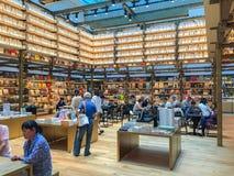 TOKYO, GIAPPONE - 26 luglio 2017: Libreria di Tsutaya nel Ginzasi Immagine Stock Libera da Diritti