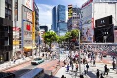 TOKYO, GIAPPONE - 18 maggio 2016: Shibuya, ` s la zona commerciale che circonda la stazione ferroviaria di Shibuya Questa area è  Fotografie Stock Libere da Diritti