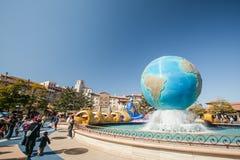 TOKYO, GIAPPONE - 21 MARZO: Tokyo Disneyland è i 115 acri (465.000 fotografia stock libera da diritti