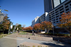 Tokyo, Giappone - 23 novembre 2013: La gente che cammina intorno al distretto di Roppongi Fotografia Stock Libera da Diritti
