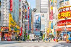 TOKYO, GIAPPONE - 17 novembre 2016: Shinjuku è uno del busine di Tokyo Immagine Stock Libera da Diritti