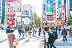 TOKYO, GIAPPONE - 17 novembre 2016: Shinjuku è uno del busine di Tokyo Immagini Stock