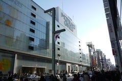 Tokyo, Ginza-het winkelen district in Tokyo, Japan stock foto's